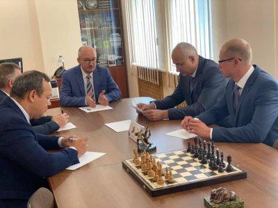 Сенатор Олег Цепкин провёл заседание общественного совета проекта «Шахматный Всеобуч»